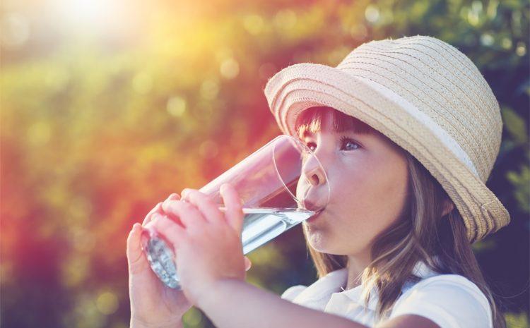 Quanta acqua è importante che bevano i bambini?