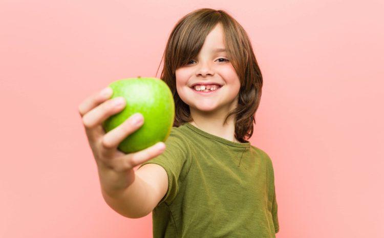 Il bambino mangia troppo, come comportarsi?