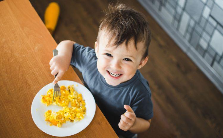 Se il bambino rifiuta il cibo bisogna insistere?
